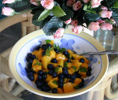 mango blueberry mint easy fast raw dish